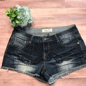 Cut off shorts lace embroidered pattern size 7/8